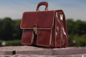 Стильный кожаный портфель для делового мужчины: как выбрать модель
